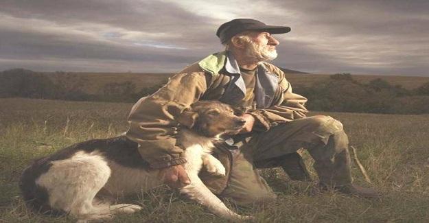 Adam ve hayattaki tek arkadaşı olan köpeği bir kazada birlikte ölmüşlerdi.
