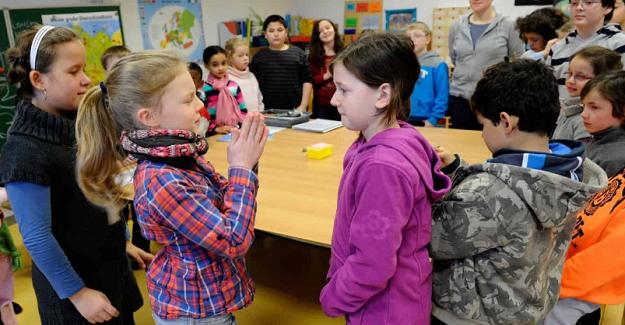 Az Konuşan Öğretmen = Çok Şey Yapan Öğrenci? İşin çoğunu öğrenciler, azını öğretmenler yapsa ne olur?