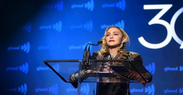 Madonna, çocuklarına cep telefonu almakla büyük hata yaptığını açıkladı