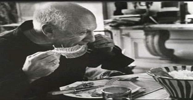 Picasso bir gün bir restorana gider.