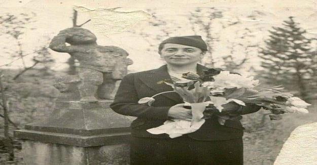 1891 yılında İstanbul'da dünyaya gözlerini açar. 6 kişilik ailenin en küçük ve en zeki kız çocuğudur.