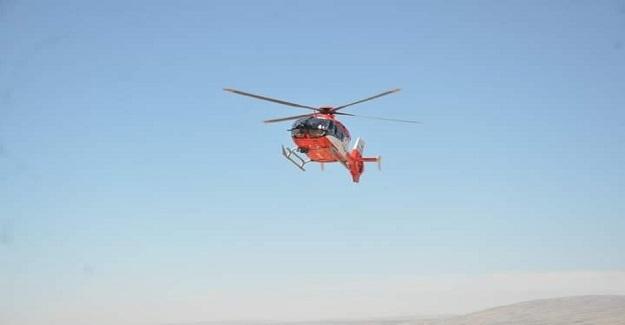 Dağlık arazide düşen öğretmen, ambulans helikopterle kurtarıldı