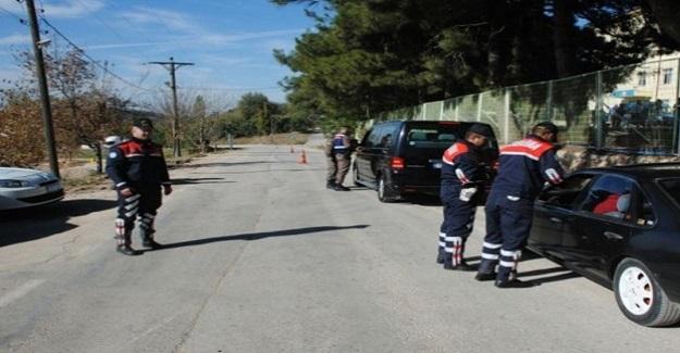Jandarma, okul önlerinde denetim yaptı