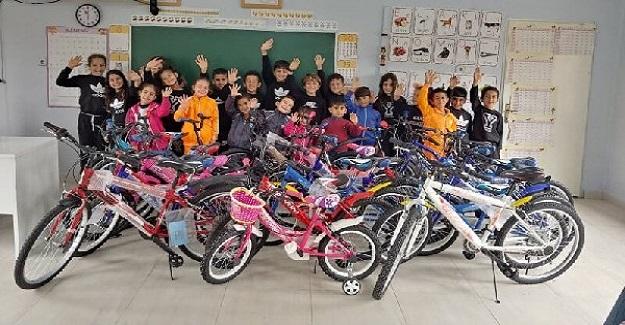 Öğretmen Tüm Öğrencilerine Bisiklet Hediye Etti