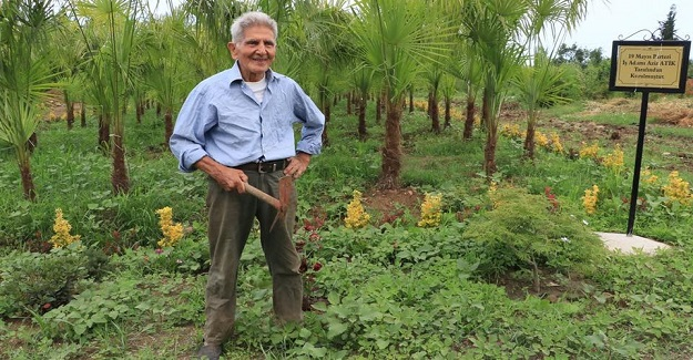 Emekli Öğretmen Dikenli Araziyi Botanik Parka Dönüştürdü