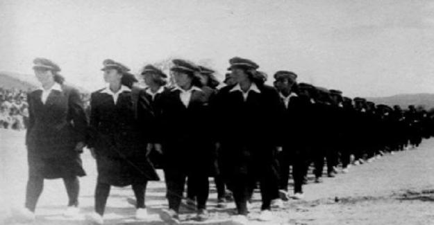 Köylerinden ilk kez çıkıp Balıkesir Savaştepe Köy Enstitüsü'ne gelen o kızlar... 1940'lı yıllar...