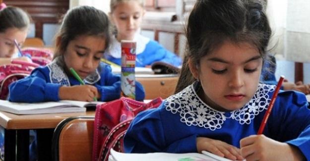 Okula Başlama Yaşını 69 Aya Çıkaran Kanun Yürürlüğe Girdi