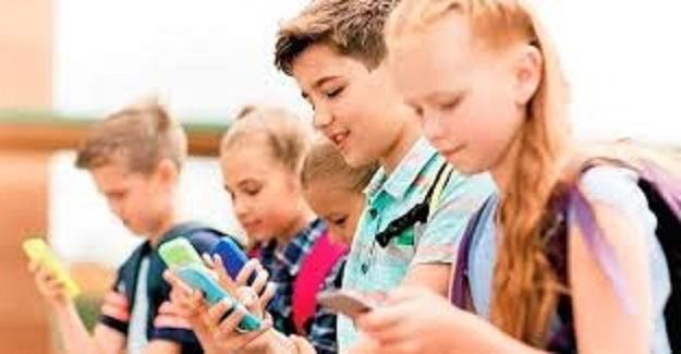 Okullarda Cep Telefonları Yasaklanıyor