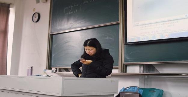 Telefonlar da Öğretmenleri Dikkatini Azalttı mı?