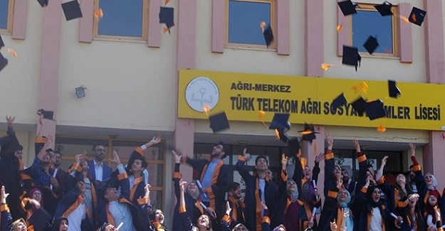 Ağrı'daki Bir Liseden 21 Öğrenci Hukuk Fakültesini Kazandı