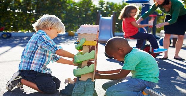 Çocuğunuzun okuldaki arkadaşlarını (ve ebeveynlerini) bilmek neden önemlidir?