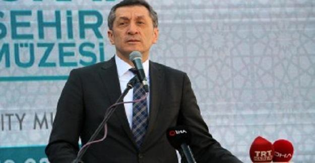 Milli Eğitim Bakanı Ziya Selçuk'tan Okul Kayıt Paralarına İlişkin Açıklamalar
