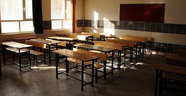 Öğrencilerine Geri Dönüşümü Anlatan Öğretmen Açığa Alındı