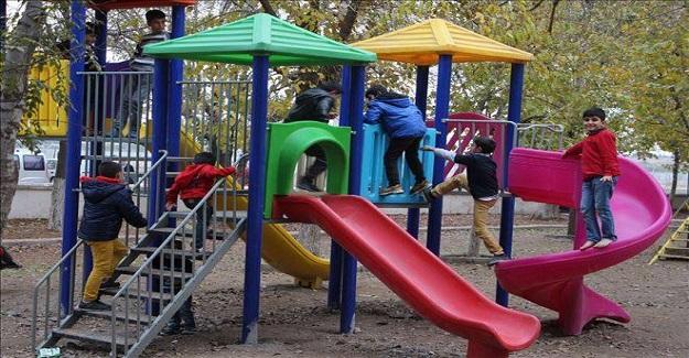 """Bir gün parkta küçük bir çocuk seviyordum, """"Büyüyünce ne olacaksın?"""" di"""