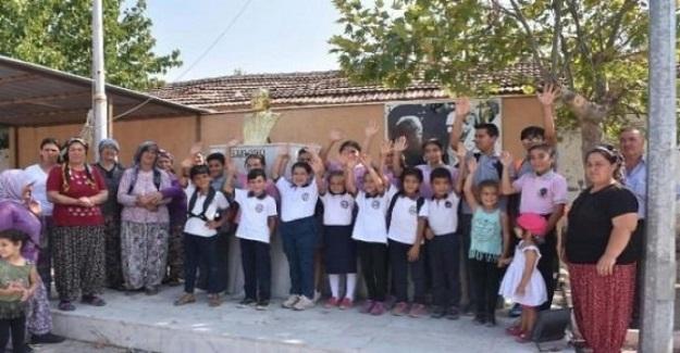 Bu Öğrenciler Taşımalı Eğitim Sistemi Yüzünden Mağdur Oldular Ve Okula Başlayamadılar