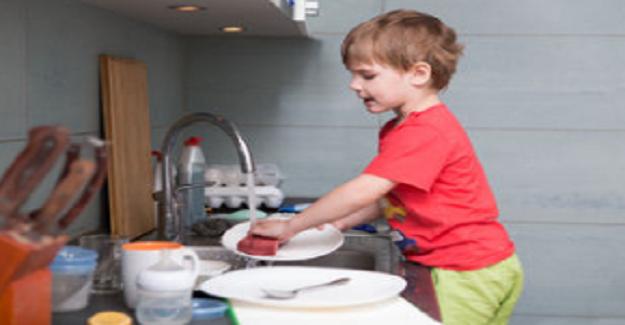 Çocukların ev işlerine yardımcı olması