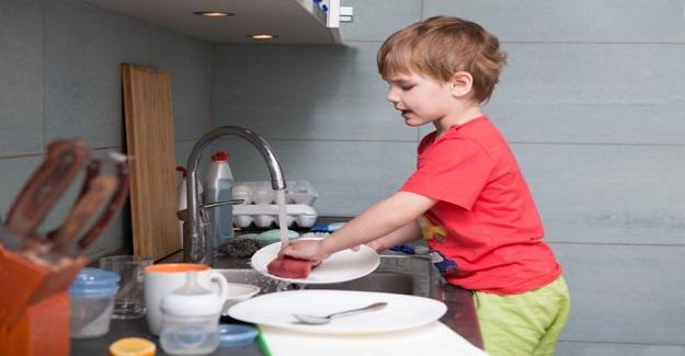 Çocukların Ev İşlerine Yardımcı Olması Nasıl Sağlanır?