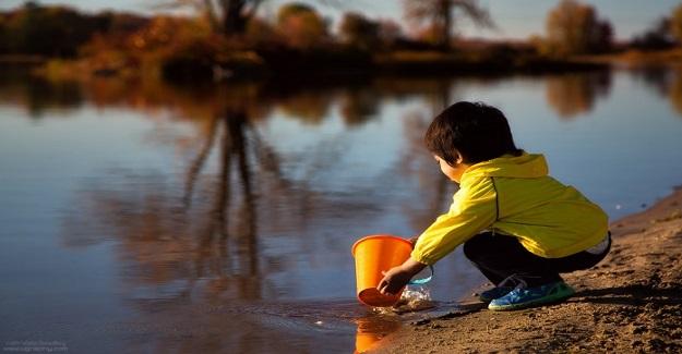 Çocukların Her Zaman Eğlendirilmesi ve Asla Sıkılmaması Gerektiğini Düşünmeyi Bırakın!