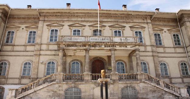 Cumhuriyet'imizin temelleri bir lisede atıldı. Başöğretmen Atatürk'ün seçimi tesadüf değil elbet.
