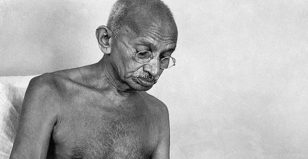 Gandhi'nin Daha Önce Hiç Duymadığınız Karanlık Tarafları