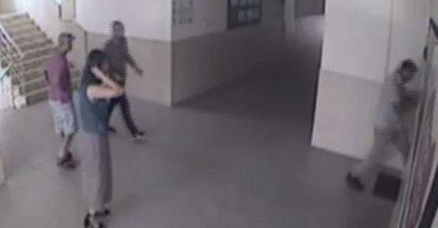 Öğrencisinin Sınıfını Değiştirmedi Diye Bir Veli Okul Müdürünün Kapısını Kırıp Dehşet Saçtı