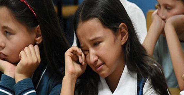 Öğretmenlerinin Hayatını Kaybettiğini Duyan Öğrenciler Göz Yaşlarına Boğuldu