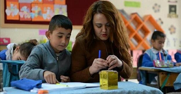 Sınırın fedakar öğretmeni öğrencilerine umut oldu