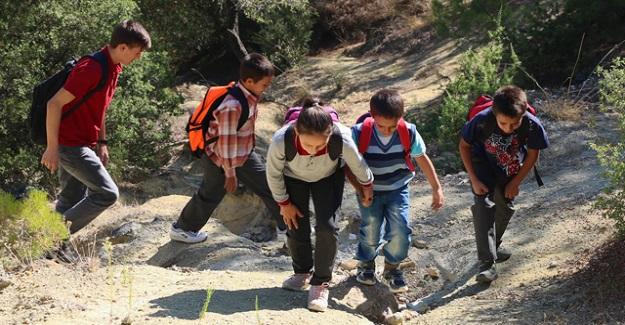 5 Kardeşin Zorlu Ve Tehlikeli Okul Yolu