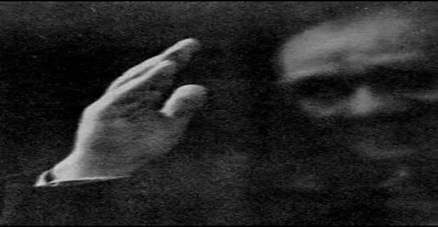 Bu fotoğraf ATATÜRK'ün, Türk Ulusunu son kez selamlaması ve vedasıydı.