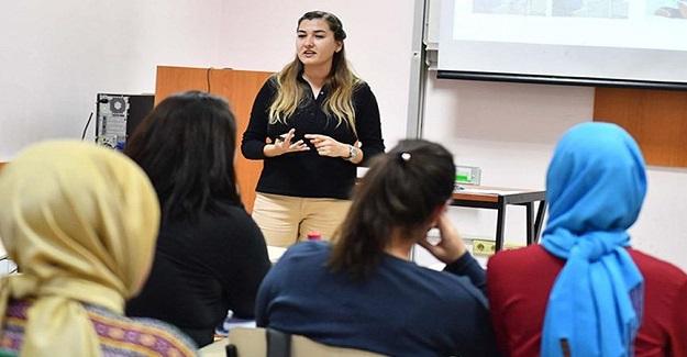 """Bugün Türkiye'de Bir İlk Gerçekleşti: """"Anne Üniversitesi Eğitime Başladı"""""""