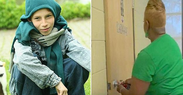 Karnı Aç Olan Öğrenciler Hizmetliden Yemek İstedi, Hizmetli Onlara Gizli Odanın Kapısını Açtı
