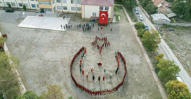 ÖĞRENCİLERDEN BARIŞ PINARI HAREKÂTINDAKİ MEHMETÇİKLERİMİZE...