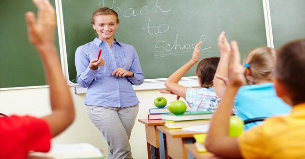 Öğretmenlere, Öğretmenler Gününde Bir Maaş İkramiye Verilsin Teklifi Meclis Gündemine Geldi