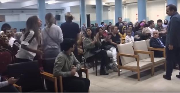 Okula Suriyeli Öğrencilerin Geleceğini Öğrenen Veliler Bu Duruma Tepki Gösterdi