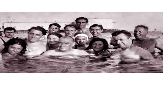 1937 yılında bir Eylül akşamı, on arkadaş iki sandala binerek Florya'da geziyorlardı.