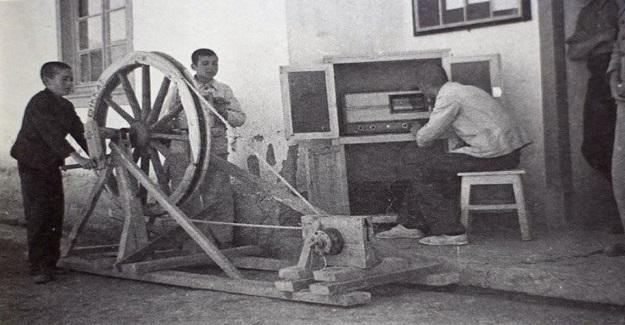 1941 Hasanoğlan Köy Enstitüsünün kuruluşunda öğrencilerin kendi gayretleri ile çalıştırdıkları radyo...