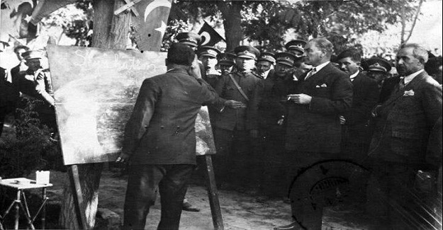 1 Kasım 1928'de Türkiye'de Latin Alfabesi yürürlüğe girmiş; o güne kadar kullanılagelen Arap Alfabesinin resmiyeti sona ermiş