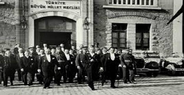 23 Nisan 1920'de Mustafa Kemal tarafından kurulan Türkiye Büyük Millet Meclisi Hükümeti'nde din hizmetleri ihmal edilmemiş,