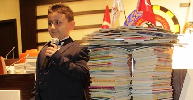 8 Yaşındaki Mahir, 4 Ayda Bin 53 kitap Okuyarak Guinness Rekorlar Kitabı'na Girdi