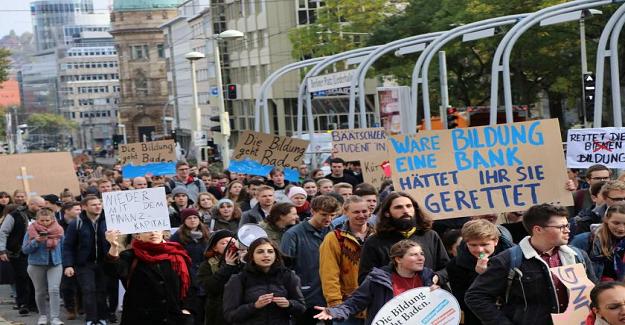 Almanya'da Üniversite Öğrencileri, Eğitim Sistemini Protesto Etti