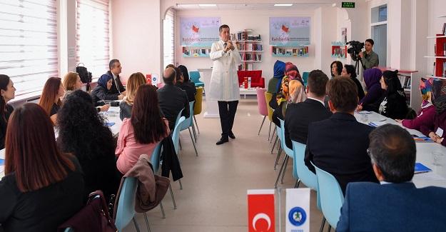 """BAKAN SELÇUK'TAN ÖĞRETMENLERE """"SINIF İÇİ REHBERLİK"""" DERSİ"""