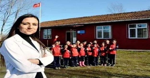 DİLEK LİVANELİ: Farklı köy okullarında dört sınıf bir arada tek öğretmen olarak eğitim-öğretim veren on beş yıllık köy okulu öğretmenidir.
