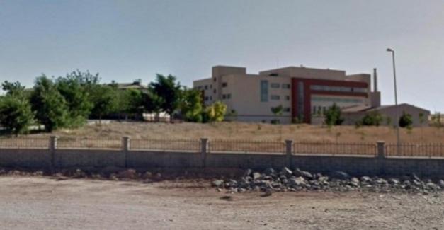 Diyarbakır'ın Çınar ilçesindeki bir okulda sözleşmeli öğretmenlik yapan Esat Tarhan'ın önceki gün yaşamına son verdiği öğrenildi.