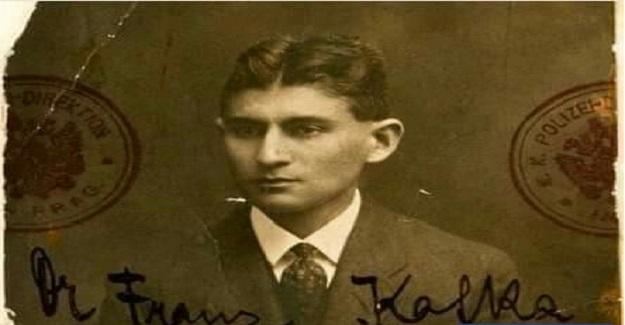 Franz Kafka rutin yürüyüşlerini yaptığı parkta küçük bir kıza rastlamış.