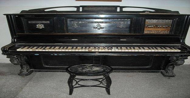 Hasanoğlan mezunu olanların çoğunun tuşlarına dokunduğu bu piyanonun ilginç bir hikayesi var.