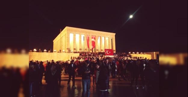 """Milyonlar 10 Kasım'da """"Ata""""larına Koştu: 10 Kasım'da Anıtkabir'de İnsan Seli Yaşandı"""