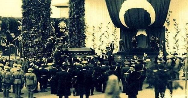 Yıl 1929 baskılı D. von Mikusch'un ''GASI MUSTAFA KEMAL'' kitabının arasından 1938 yılına ait, yani sonradan kesilip konmuş bir gazete kupürü.
