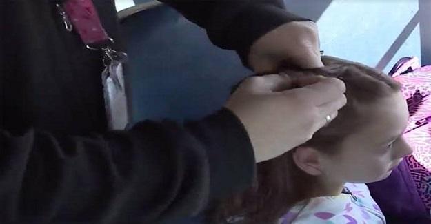 Annesini Kaybeden Küçük Kızın Saçlarını Her Gün Örüp Okula Götüren Servis Şoförü