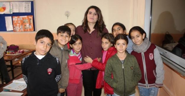 Aysel Öğretmen 14 Yıl Önce Okuduğu Okula Öğretmen Olarak Atandı