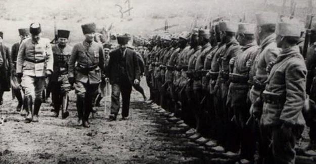 Harp Okulu'ndan hocası ordu komutanı dahil diğer üst kademe komutanların hepsinin itiraz ettikleri Büyük Taarruz Savaş Planı'nı, sorumluluğu tek başına alarak uygulamıştır.